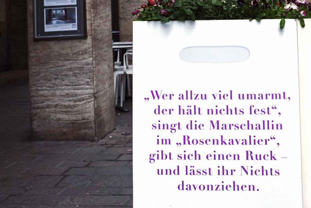 POESIE-TASCHE_Baden-Baden_Strauss Richard_Rosenkavalier_Wer allzu viel umarmt der hält nichts fest__1390952