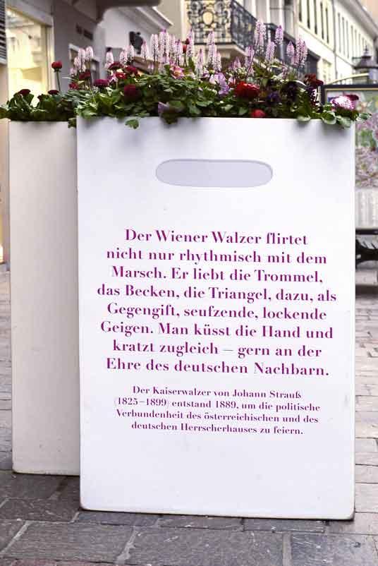 Strauss - Kaiserwalzer_Der Wiener Walzer flirtet_1390938