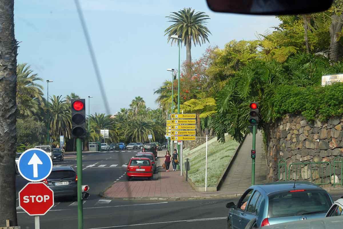 vorbei-am-Jardin-Botanico-in-Richtung-Hotel-Semiramis