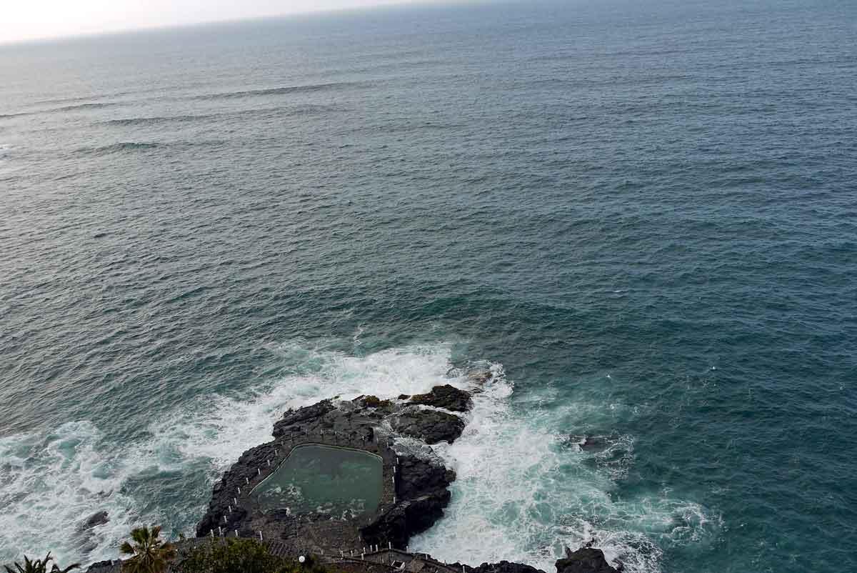 Blick-von-1205-hinunter-und-in-die-Weite-des-Atlantischen Ozeans