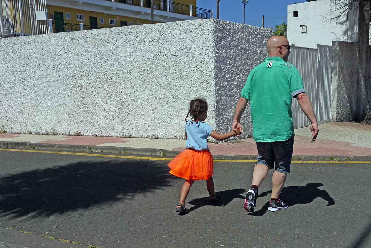 orange-geRockt-Mädchen-klein