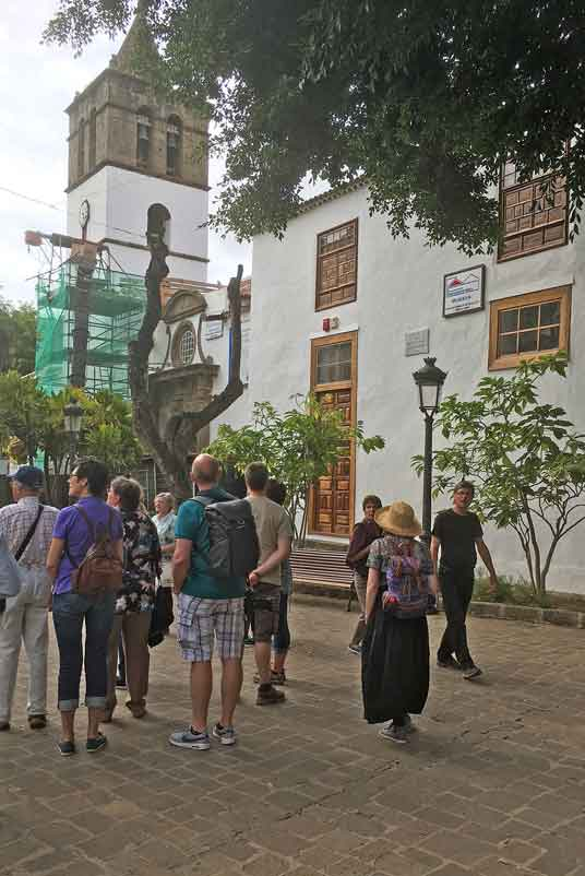 Plaza de Andrés de Lorenzo Cáceres en Icod de los Vinos_20170411 17-01_iphone R
