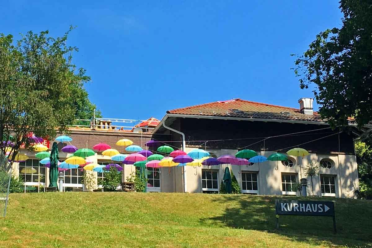 Bad Wildbad - Kurpark_Café Mélange - Schirmbuntes_20180720