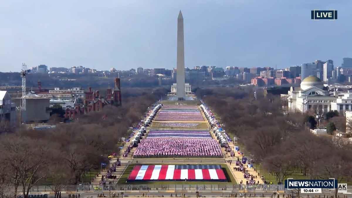 Blick zum Obelisk und Lincoln Memorial_Flaggen